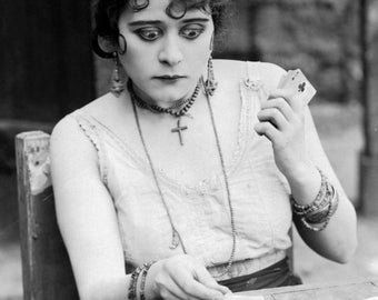"Theda Bara Monochrome Photographic Print 05 (A4 Size - 210mm x 297mm - 8.25"" x 11.75"") Ideal For Framing"