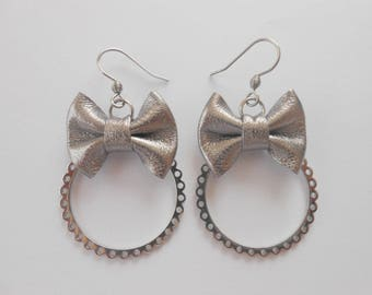 Stainless steel earrings with mini leather knots