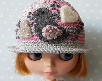 Blythe Hat a Little Birdy  Told me ...