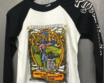 XS vintage 80s Pigeon Forge Tennessee raglan t shirt