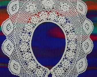 Darling Vintage Crocheted Collar, Light Ecru, Dimensional Flower, Lovely Design