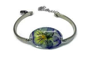 """""""Thought"""" Botanical Flower resin bracelet. Stainless steel clip"""