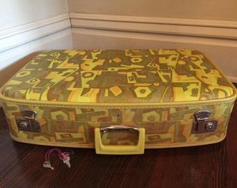 Vintage Pattern Suitcase with Keys/Vintage Gateway Luggage/Groovy Suitcase/Vintage Green Luggage