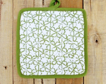 "Green pot holder, geometrical print, kitchen accessory, 100% cotton, size 8""X8"""
