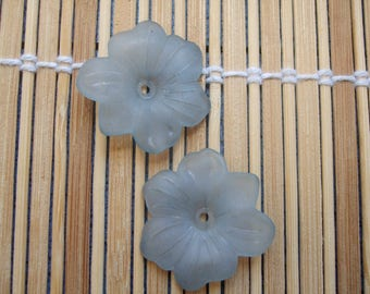 Set of 2 30 mm lucite flowers