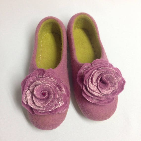 slippers Felted gift Woolen coworker Pink slippers Warming clogs day gift Mothers shoes her gift wool Woman's for Yellow house for wq6HAXEWxI