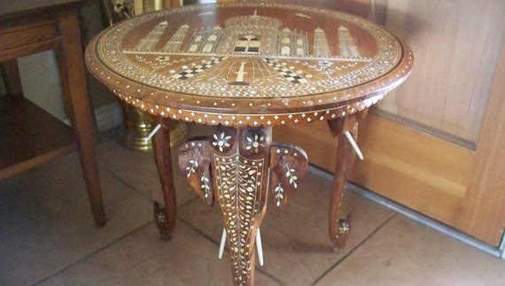 Delicieux Antique INDIAN ELEPHANT Taj Mahal Motif Side Table Carved