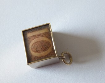 Vintage 9ct gold charm, 10 shilling note in gold box