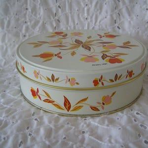Charming Vintage Hall Jewel Tea Autumn Leaf Metal Tin Cookies Fruit Cake Storage 1981 Home Design Ideas
