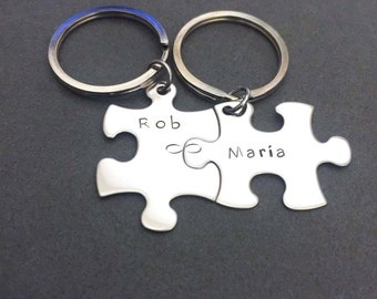 GIft for the Couple, Connected infinity keychains, custom names, Wedding Gift, Fiance Gift, Infinite Love, Couples Gift, Cute Gift