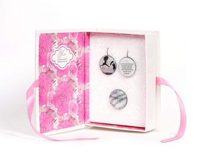 Box earrings Elliot Erwitt 2 + ring (2, 5cm diameter) - resin - collection La Plume to the ear