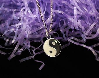 Yin Yang Necklace Yin Yang Choker / 90s Grunge Yin Yang Charm Necklace Positive Yinyang Necklace Pastel Goth Clothing Grunge Accessories