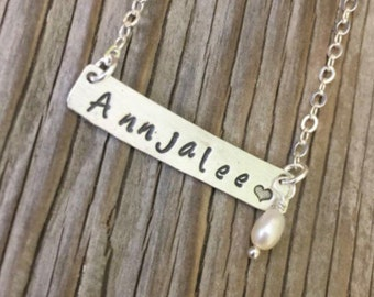 Bar pendant motgers day gift custom handstamped name sterling silver bar necklace personalized gift for her with pearl dangle mom girlfriend