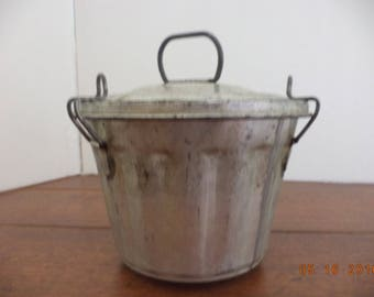 Antique vintage fluted metal bundt steamed pudding jello mold with lid that clamps on