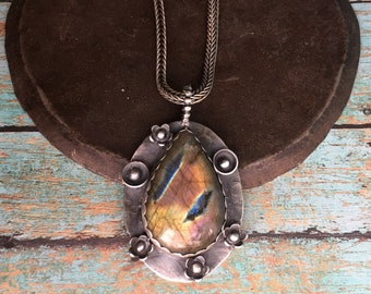 without darkness. labradorite necklace