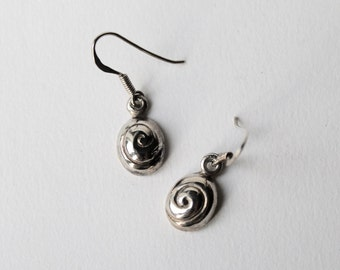 Vintage 925 silver oval swirl dangle earrings. Silver Swirl dangle earrings.  1990's drop, dangle oval swirl 925 silver earrings.