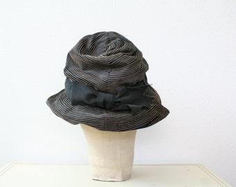 1950s hat / vintage silk cloche / Avant Que hat
