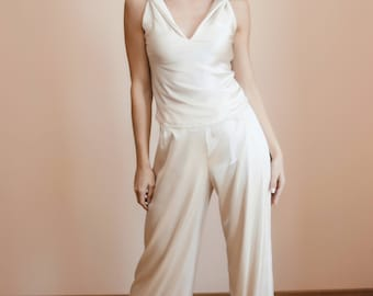 White wedding trouser suit/White satin pants and top/Ivory pantsuit/V-neck white top/Wedding palazzo pants/High waist/Alternative bride