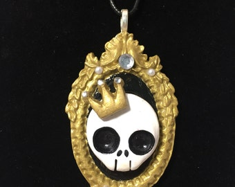 Signature CranieYums Skull With Crown Necklace