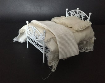 Double Bed Dollhouse Miniatures with bedding