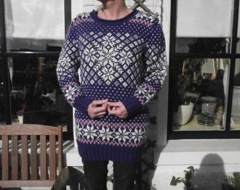 Knitted sweater, pattern, purple, white and pink.