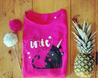 Sweatshirt Model Be UNIC Orn-Raspberry background-