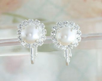 Clip on earrings bridal,white pearl clip on earrings,clip on pearl earrings,clipon earrings,wedding jewelry bride,Swarovski white pearl,halo