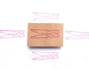 Tampon en gomme, motif pince à linge, gravé à la main