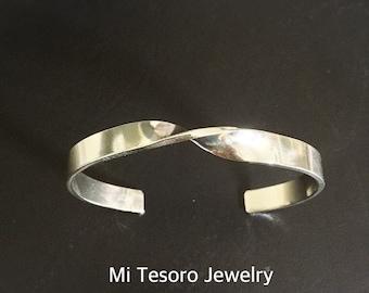 Mi Tesoro Twist Sterling Silver Bangle