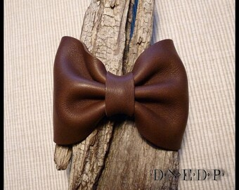 Brown leather knot bracelet