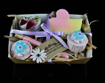 Strawberry Bath Gift Set, Bath Bomb Gift Set, Pamper Gift Set, Spa Gift Set, Handmade Soap Gift, Soy Wax Candle Gift, Natural Gift Set