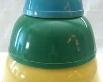 Vintage Pyrex Primary Colors Nesting Mixing Bowls Yellow Blue Green  *RARE 1940s ORIGINALS*  In Great Condition
