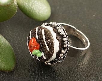 Ring Chocolate Strawberry Cake (#5937)