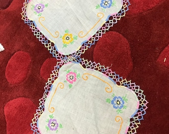 Embroidered linen doily set