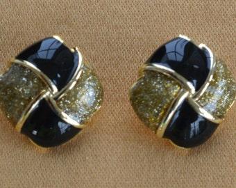 Pretty Vintage Black Enamel, Gold Glitter Button Pierced Earrings (AH12)