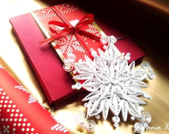 Quilling snowflake ornament with gift box/Home decor/ Christmas decor/Snowflake decor/ Christmas gift/ Winter wedding/ Birthday decor/Frozen