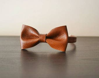 Brown leather bowtie / Brown leather bow tie / Bowtie for men or women / Leather bowtie / Genuine leather