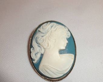 Cameo Pin Blue and White