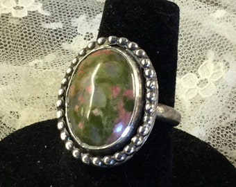 Striking Genuine Unakite Gemstone Signed Sterling Silver Beaded Edge Ring Size 7 1/2 Green Pink Striated Striations Oval Shaped Thin Shank