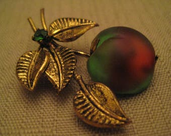 AUSTRIAN WATERMELON GLASS Cherry Green Austrian Crystal Rhinestone Antiqued Gold Tone Metal Brooch Austria
