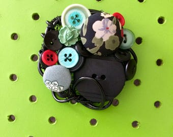 Black Button Brooch, Retro, Vintage Button Brooch, 1950's Green Flower Button