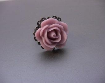 Vintage Style Gunmetal Filigree Starburst Ring With Lavender Rose