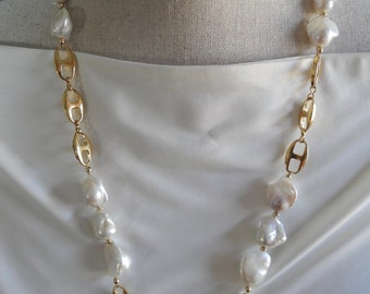 Baroque pearl necklace with gold anchor chain