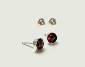 Earrings in solid silver 925 and garnet / Semi-precious gemstone / Minimalist earrings in silver and garnet / Minimalist jewelry