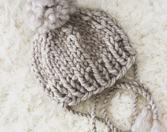 Newborn knit beanie hat with pompom,boy,girl,photo prop,gift idea,bonnet,knit,crochet