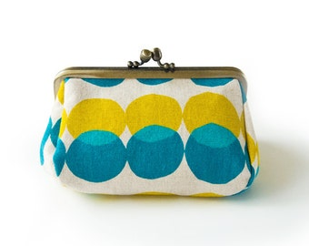Metal frame capacious pouch // Yellow and Blue Drops