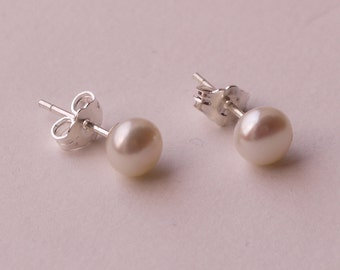 small ivory white pearl sterling silver 5mm-6mm freshwater pearl stud earrings