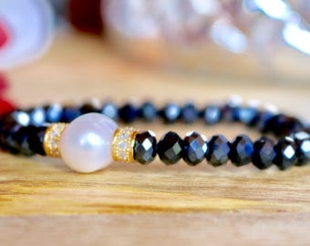 Dark blue crystal beaded bracelet with Fresh water Pearl and rhinestone accents