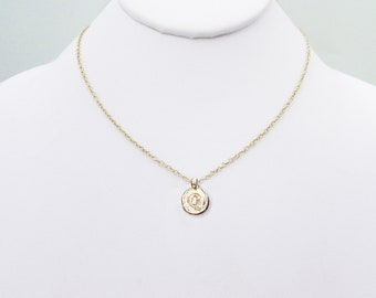 Meaningful gold Q letter coin girlfriend necklace, elegant personalized gift gold Q jewelry, Q necklaces for women, Q initial queenie choker