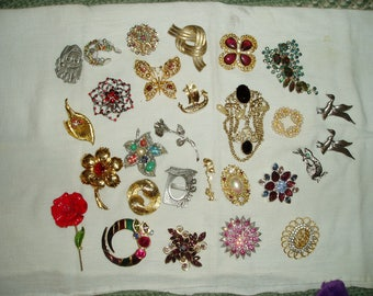 Large Lot of 28 Vintage Brooches/Rhinestone/Cabachon/Sterling/Pewter